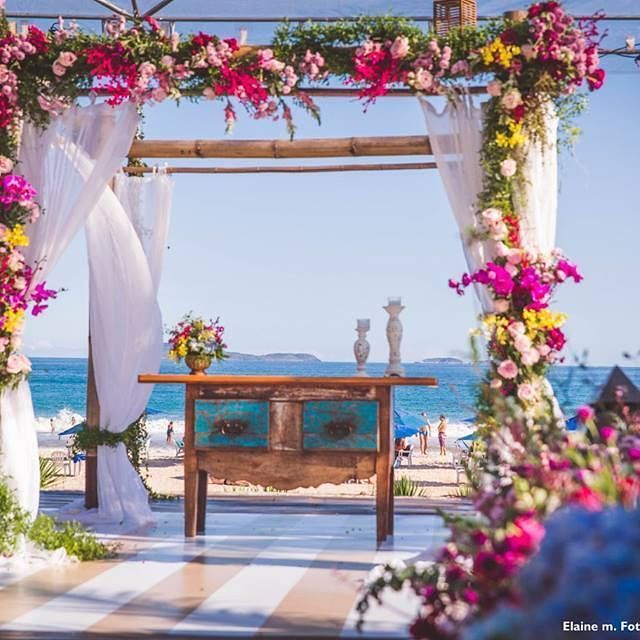 Pra inspirar o inicio da semana!!  Casamento dos Noivinhos lindos Mariane & Victor, na Pousada Espelho das Águas - Praia de Geribá. Confira como foi esse lindo casamento no Facebook.  https://www.facebook.com/CaptainsBuffet/  #captainsbuffet #buzioswedding #casarnapraia #casamento #wedding #buzios #buffet #food #casandonapraia