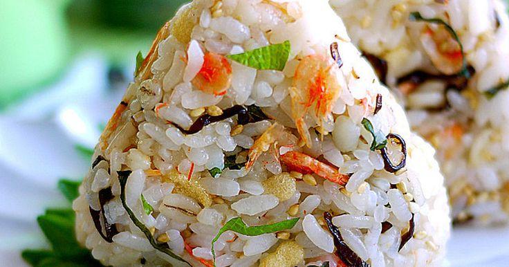 Yahoo&100大感謝♡塩昆布の旨味+彩りと風味の良い桜海老・青しそをIN♪天かすでコクUPおかず要らずのおむすびです
