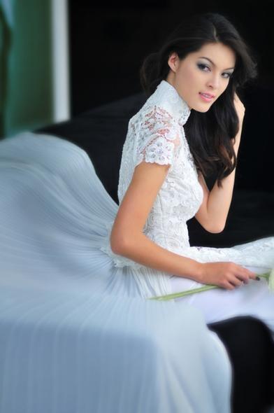 Gotta mix it up!  Ao dai with the modern wedding dress.