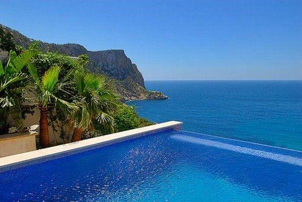 Infinity swimming pool.