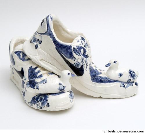 Delftware porcelain Nike, ducks