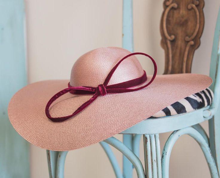 Así de bonitas son nuestras pamelas para invitadas en @salo_madrid  #sisterstocados #tocados #pamelas #invitadas #invitadasboda #invitadaperfecta #hats #millinery #wedding #hairaccessories #bodas #salomadrid #headpiece #muysisters