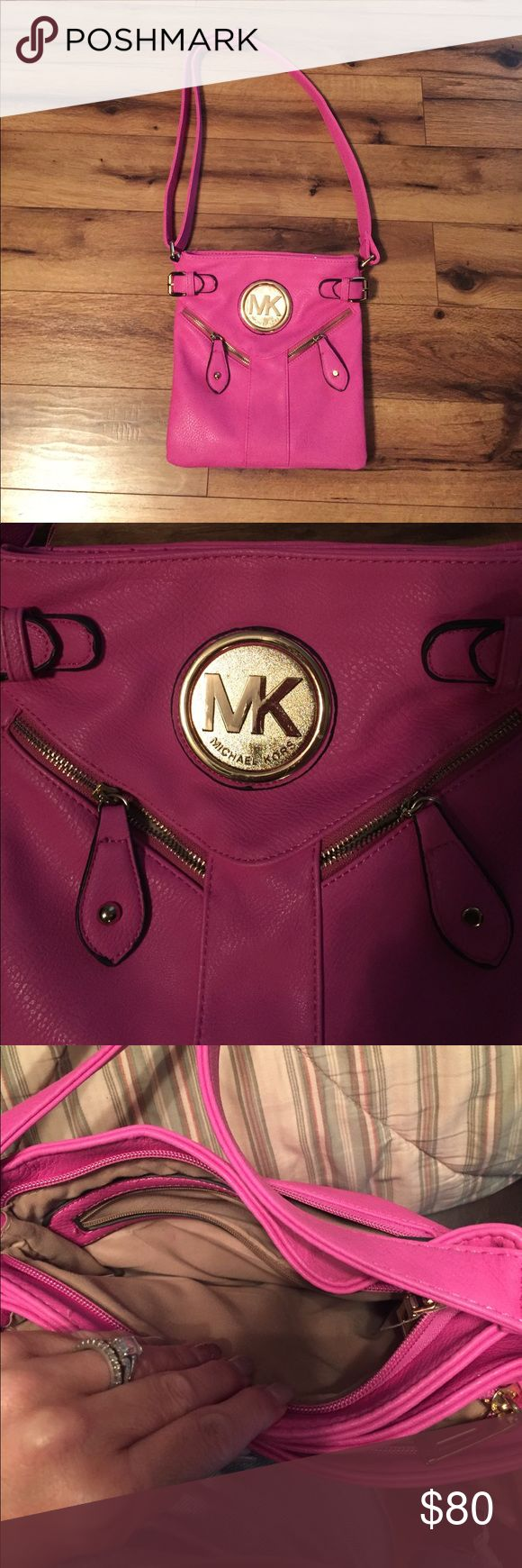 Michael kors purse Pink almost new. Only uses few days Michael Kors Bags Crossbody Bags