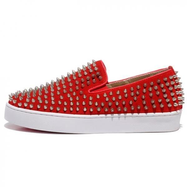 Оригинальная красная обувь с шипами