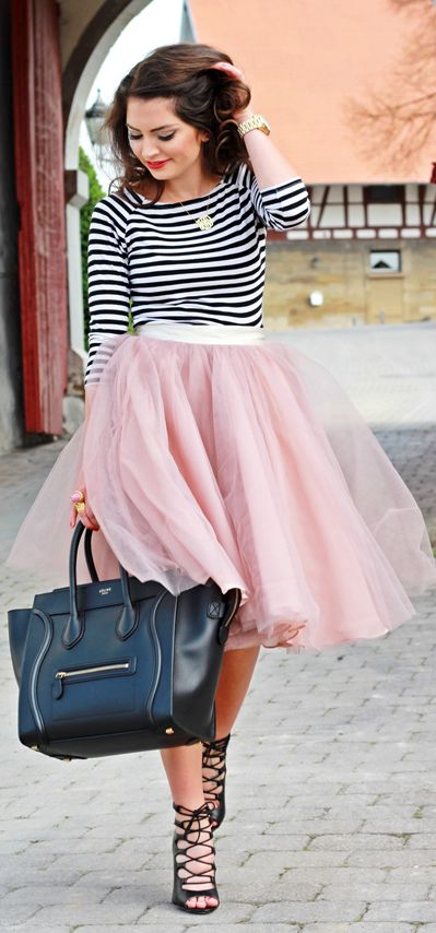 Street style | Striped top, pink tulle skirt, handbag, heels. I'd love this if the tulle was a different color