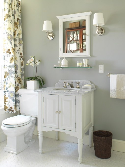 Source : Margot AustinWall Colors, Grey Walls, Grey Bathrooms, Gorgeous Bathroom, White Bathrooms, Painting Colors, Shower Curtains, Bathroom Walls, Master Bathroom
