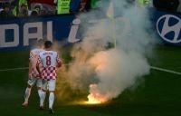 Foto's Vuurwerk en rookbommen - Voetbal  