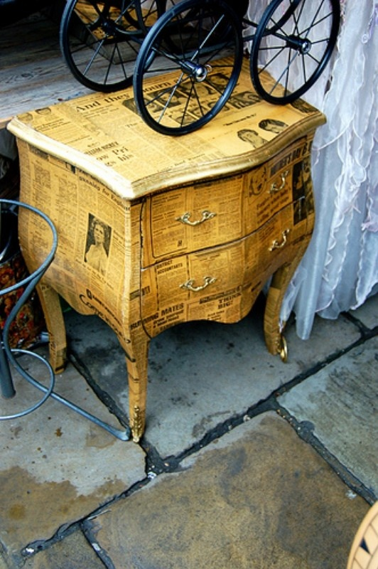 Newspaper+Covered+Furniture.jpg 532×800 pixels