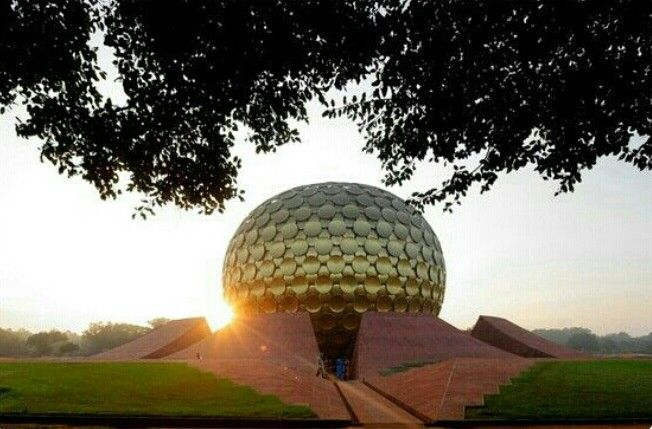 Auroville viagens pinterest india for Architecture utopique 60