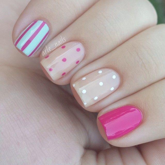 es un estilo para pintar tus uñas para ir ala escuela