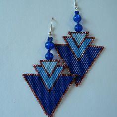 """Boucles d'oreilles en tissage brick stitch motif """"trois triangles entrelacés"""" bleu"""