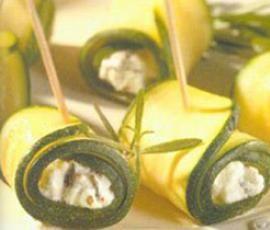 Zucchiniröllchen mit Käse und Rosmarin