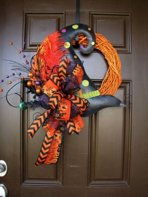 Halloween In Frankrijk.De Kroon Van Deurdecoratie Voor Het Halloween Feest