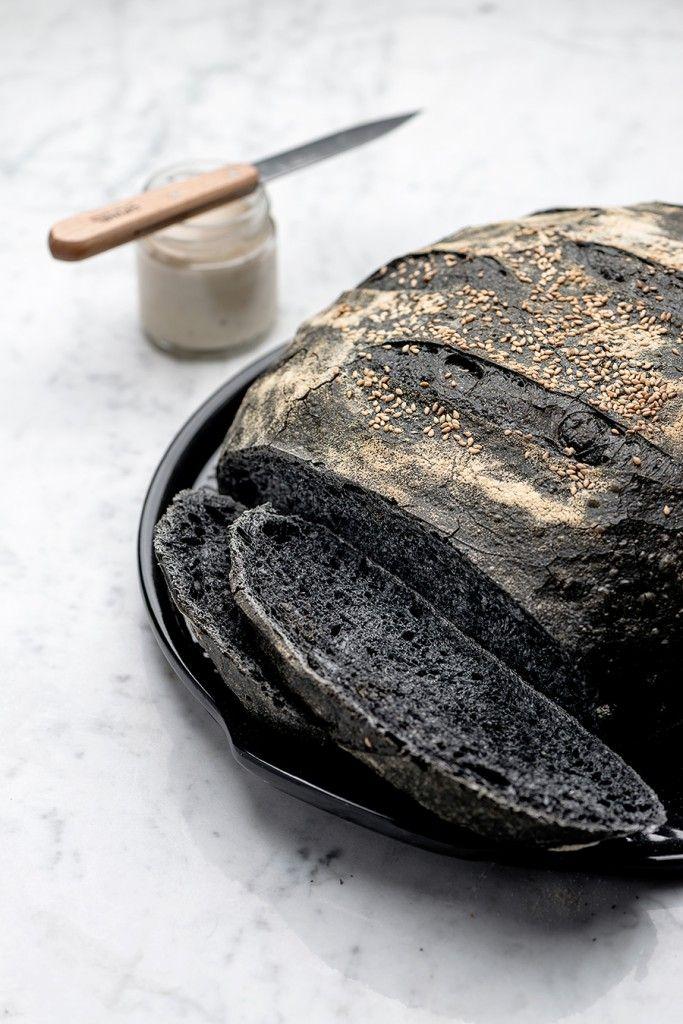 pane nero al carbone vegetale con licoli
