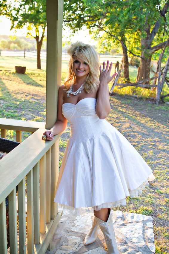 short wedding dress && cowboy boots, diggin this look #mirandalambert #oneandonlyrebelchild