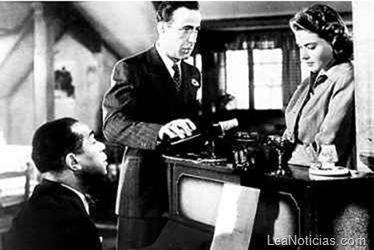 Leonardo DiCaprio se compró el piano de la película Casablanca - http://www.leanoticias.com/2012/12/20/leonardo-dicaprio-se-compro-el-piano-de-la-pelicula-casablanca/