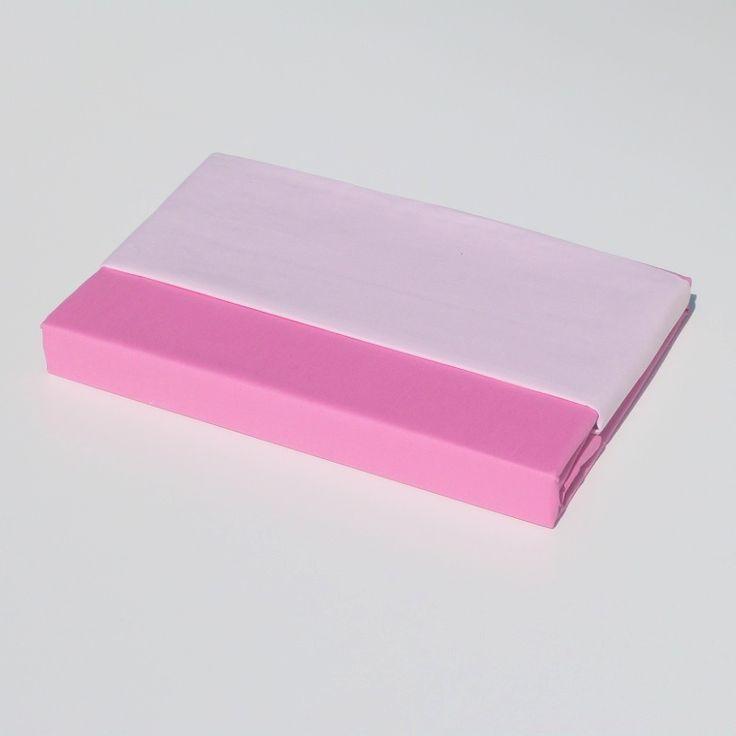 Dit mooie dekbedovertrek van 100% hoogwaardig katoen heeft een combinatie van 2 kleuren. Aan de ene zijde lichtroze en aan de andere zijde fuchsia, zodat u kunt wisselen van kleur. Voor nog meer kleuren kunt terecht bij de categorie zelf samenstellen(zie bijbehorende producten)   Eigenschappen  100% katoen Machine wasbaar Afmeting overtrek 120 x 150cm Incl. sloop 50 x 60cm