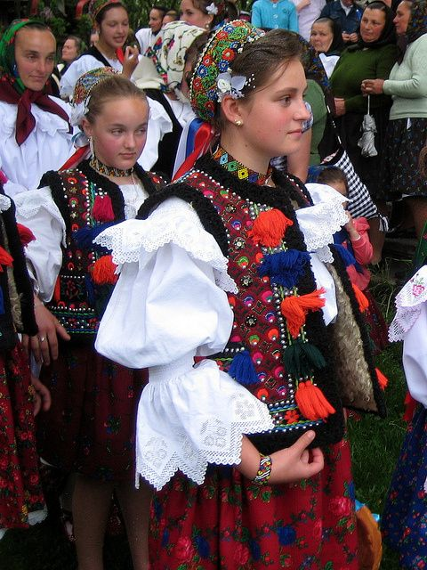 Romanians mostly live in Romania, Moldova, Ukraine and Serbia so their traditional costumes are having many varieties.