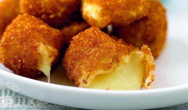 smažený sýr - Еще одна традиционная пивная закуска — простая и по-чешски сытная…