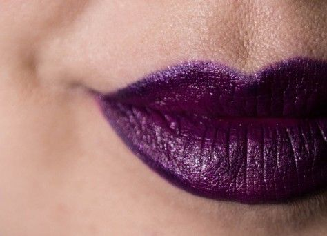 Lila Lippenstift mit Perlglanz - LIME CRIME 'Poisonberry' Unicorn Lipstick | http://ift.tt/1Y7mIqt