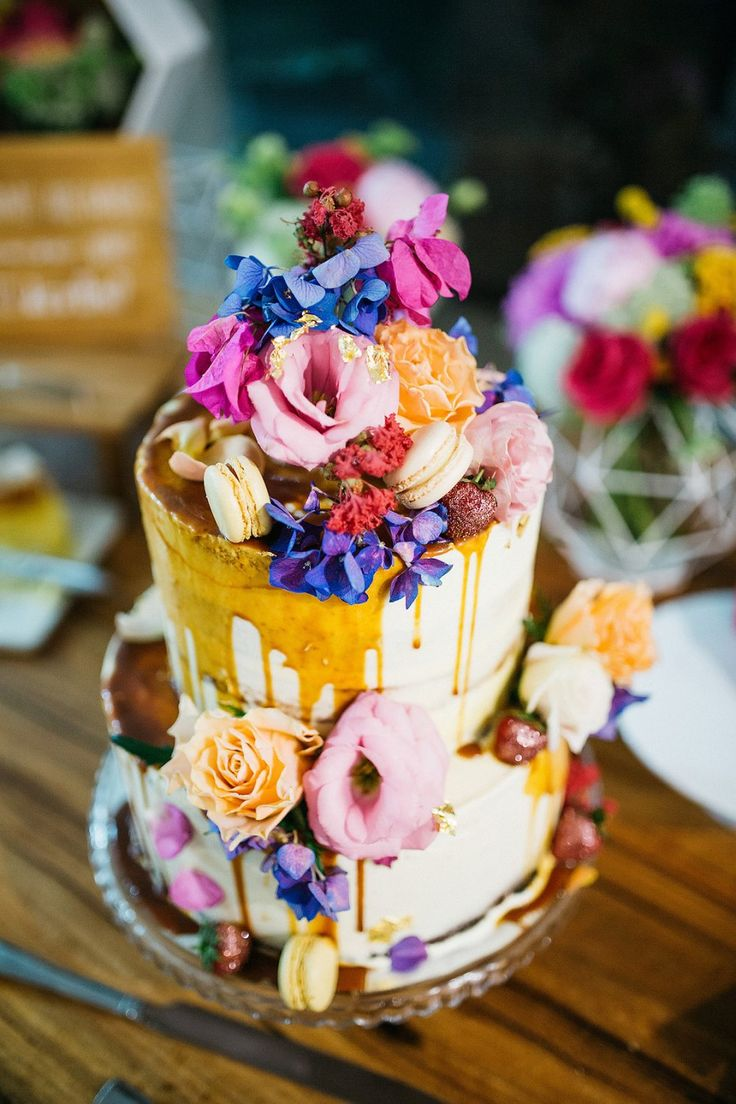 Os melhores bolos do casamento de 2016 - bolo artístico do gotejamento com macarons