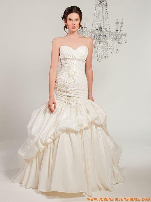 Robe sirène en taffetas décorée de plis et de broderies robe de mariée ivoire