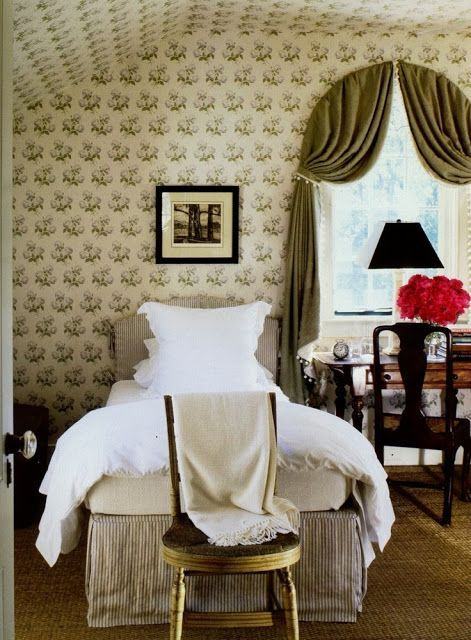 Bowood Floral Print Chintz Fabric Colefax and Folwer | Traditional Bedroom | Gil Schafer