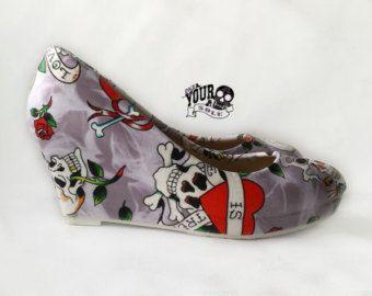 Teschio e Rose zeppa scarpe sposa alternativa di RockYourSole