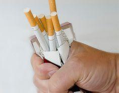 7 astuces pour ne plus retoucher à la cigarette quand vous essayez d'arrêter.  La décision d'arrêter de fumer est un grand pas pour soi-même. C'est le signe que l'on est prêt à reprendre sa santé en main et à ne plus laisser la cigarette dicter notre conduite. C'est aussi souvent motivépar...