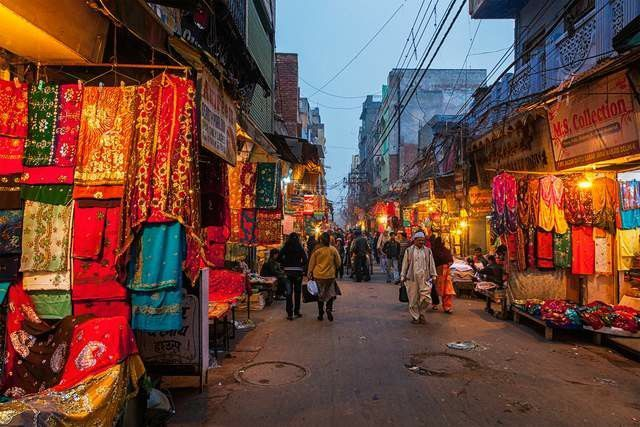 Delhi Shopping - Where to go shopping for. What about in Old Delhi Bazaars - in the lanes around famous Chandni Chowk or Shahjahanabad.