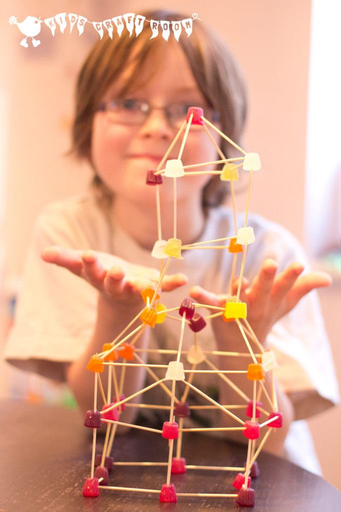 Build it high, build it low, and pop a few in your mouth as you go! Serious 3D fun for kids!