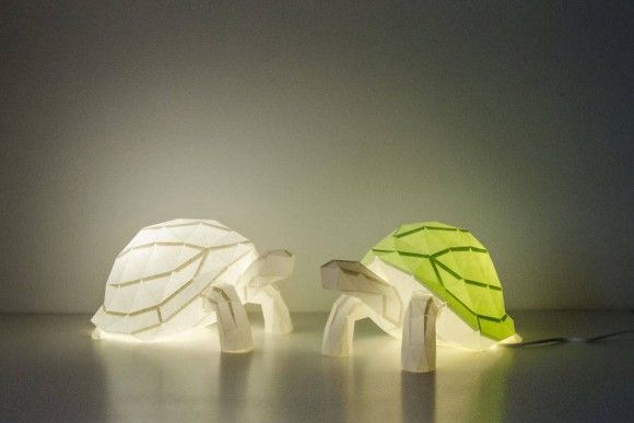 日本の折り紙がモチーフ。ライトをつけても消していてもオシャンティな動物モチーフのペーパーランプ                                                                                                                                                                                 もっと見る