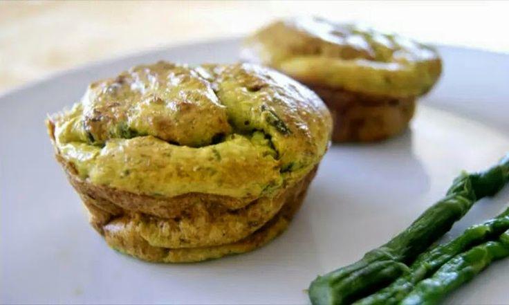 Se siete in cerca di un antipasto buono e delicato o di una seconda portata squisita questi soufflé agli asparagi fanno per voi.