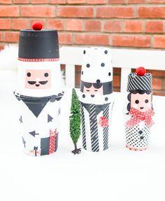 Also ich bin verliebt. In die hübschen Matroschkas, die es gerade überall nicht mehr nur russisch bunt, sondern auch ganz puristisch in schwarzweiß gibt (zum Beispiel hier). Kann man sich schön selbst zu Weihnachten schenken. Oder sich einfach se