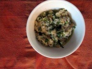 Recept voor broodsaus  Frisse saus gemaakt van oud wit brood. Heerlijk bij een stukje lamsvlees of rosbief