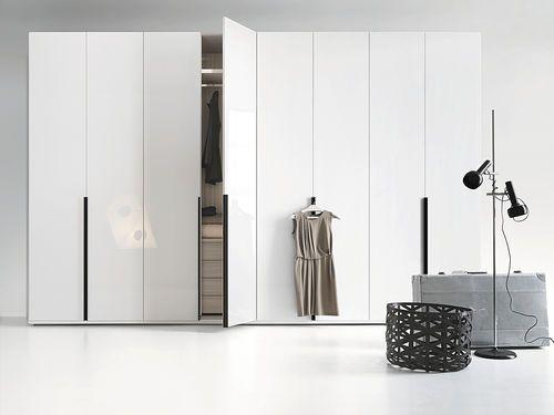 Armoire de chambre contemporaine / en bois / en bois laqué / avec porte battante HINGED LEMA Home