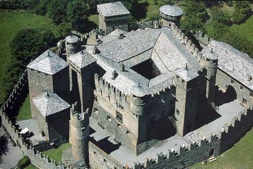Castello di Fènis - Valle d'Aosta - Italia