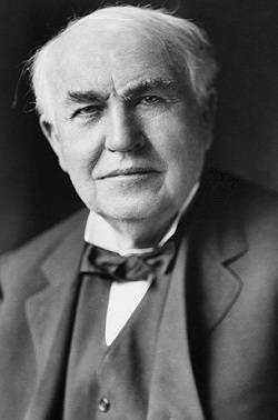 Thomas-Edison - A lâmpada elétrica é a criação mais famosa do norte-americano Thomas Edison. Outros pesquisadores já haviam tentado, mas, em 1878, aos 31 anos, Edison decidiu obter luz a partir da energia elétrica. No ano seguinte, sua lâmpada brilhou por 48 horas contínuas e, nas festas do final de ano, uma rua inteira foi iluminada para demonstração pública