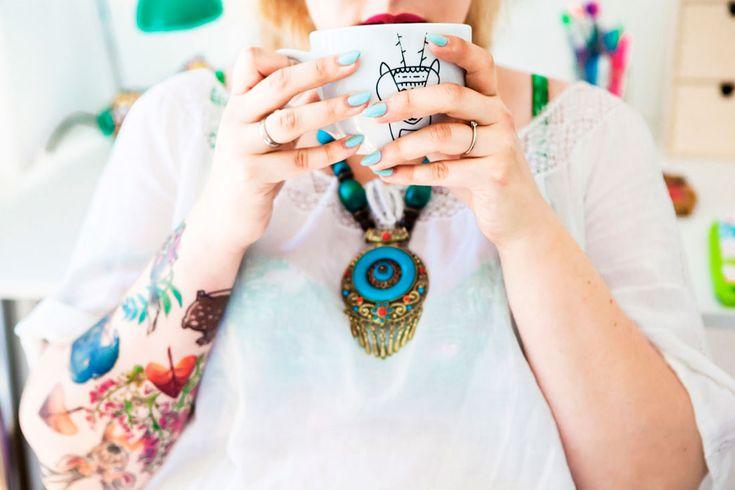 mug, cup, coffee, tattoo, workspace, workshop, desk, homeoffice, office, interior design, interiors, colorful, photo: Zenja blog