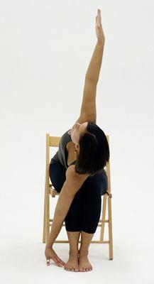 Posturas de Yoga que Usted Puede Hacer en una Silla                                                                                                                                                      Más