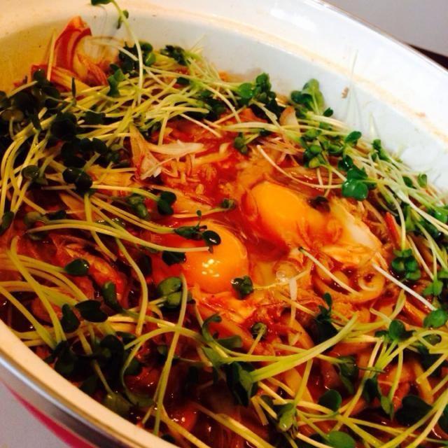 朝まで働いてた旦那が起きて来たので、昨日食べ損ねた鍋を使ってリメイク♪(´ε` ) - 31件のもぐもぐ - 鍋の残りで味噌煮込みうどん❤️ by mieko matsuzaki