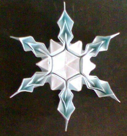 Origami Snowflake: To bad this link doesn't go anywhere...