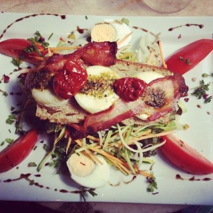 Goat Cheese salad Paris (with sun dried tomatoes and bacon) - Cafe Lezard Restaurant