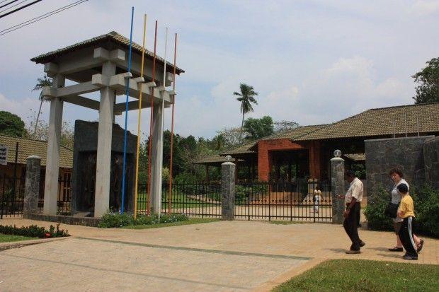 Слоновий питомник Пиннавале на Шри-Ланке