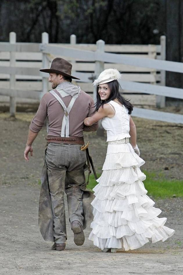 Desiree Hartsock Links Arms With Juan Pablo Galavis in The Bachelorette Season 9, Episode 3