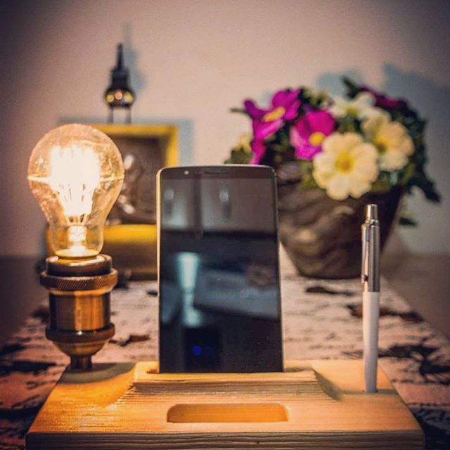 Our new product, Tredista! Named and photo shooted by @zous_exposure #edison #edisonlamps #retro #design #trelight #woodenlight #desklamp #mobile #case #usb #pen #vintage