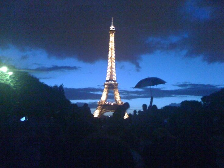Paris 14 juillet sous la pluie