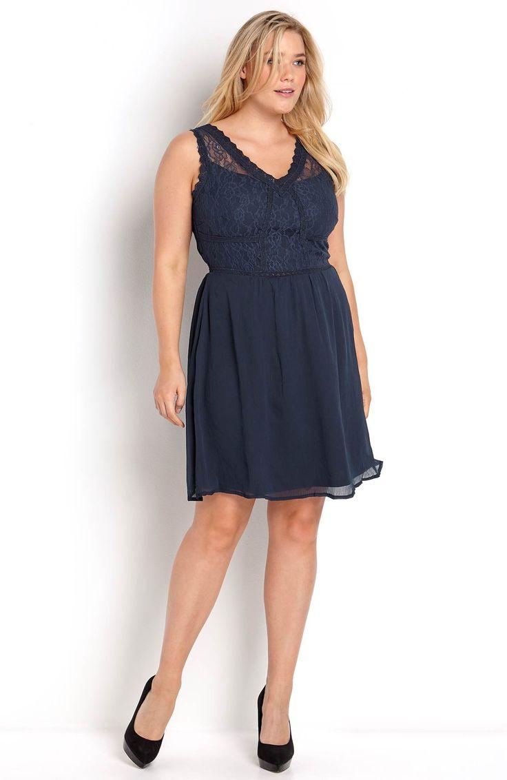 Śliczna sukienka marki Junarose, miękki dżersej z ozdobną koronką na górze. Dostępna od roz.42 do roz.54, 259 zł na http://www.halens.pl/moda-damska-rozmiary-specjalne-na-gore-5828/sukienka-tanisa-566525?imageId=398195&variantId=566525-0027