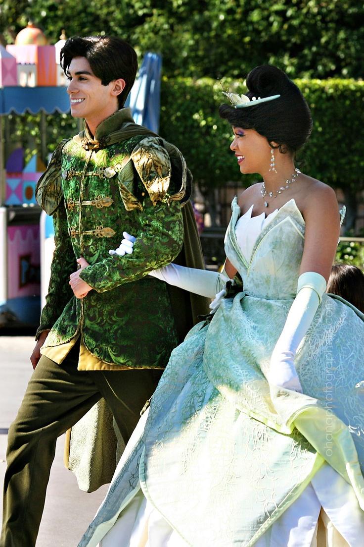 Disneyland tiana and prince naveen of the prince and the frog