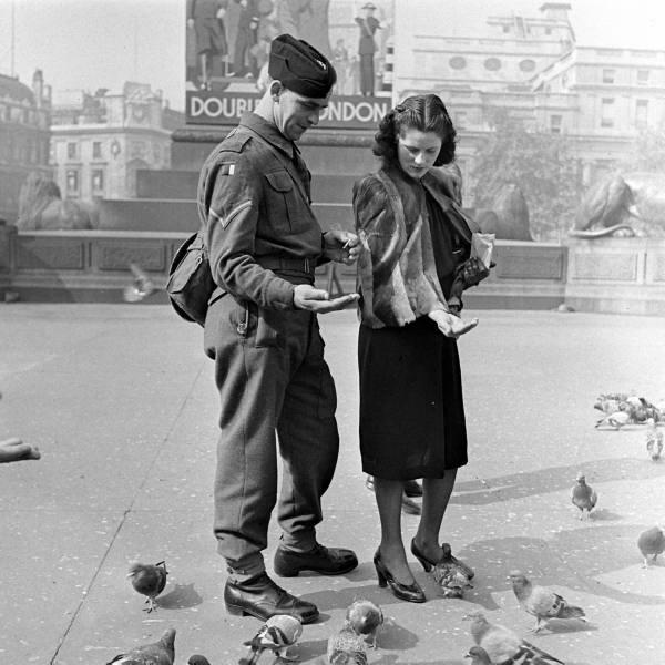 London at War 1941 - Wartime Romance ~